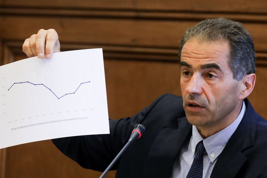 Ministro da Ciência pede investigação a afastamento de bolseiros da FCT