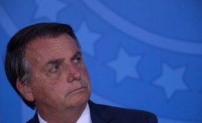 Bolsonaro assina medida que dificulta remoção de conteúdos nas redes sociais