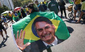 Apoiantes de Bolsonaro saem hoje às ruas e fazem aumentar tensão política no Brasil