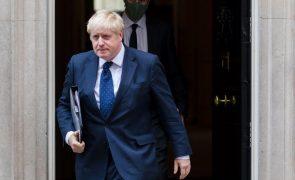 PM britânico quebra promessa e aumenta contribuições para a segurança social