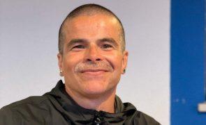 Ator Miguel Costa mostra-se em cama de hospital e faz apelo urgente