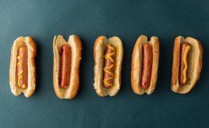 Comer um cachorro-quente pode-lhe tirar 36 minutos de vida