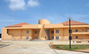 Cooperante contesta decisão do governo sobre Escola Portuguesa de Luanda após anos de silêncio