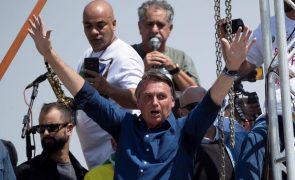 Jair Bolsonaro desafia Justiça brasileira e diz que