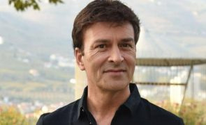 Tony Carreira volta a sorrir nove meses após a morte da filha
