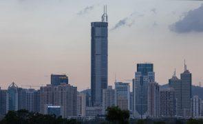 Reaberto arranha-céus na China que oscilou por três vezes