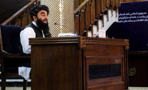 Afeganistão: Irão insiste na necessidade dos talibãs formarem um
