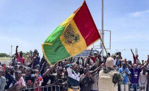 CEDEAO suspende Guiné-Conacri e pede libertação imediata de Alpha Condé