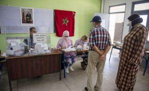 Denúncias de partidos marcam encerramento das urnas em Marrocos