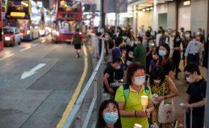 Hong Kong: Ativistas declaram-se culpados de participarem em vigília sobre Tiananmen