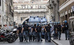 Covid-19: Autoridades italianas realizam buscas em residências de oito ativistas