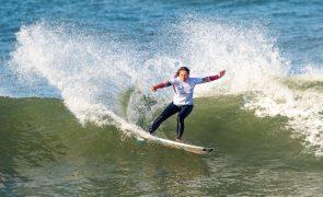 Francisca Veselko sagra-se campeã nacional de surf pela primeira vez