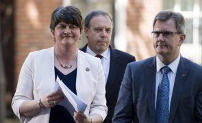 Brexit: Partido 'unionista' ameaça derrubar governo da Irlanda do Norte