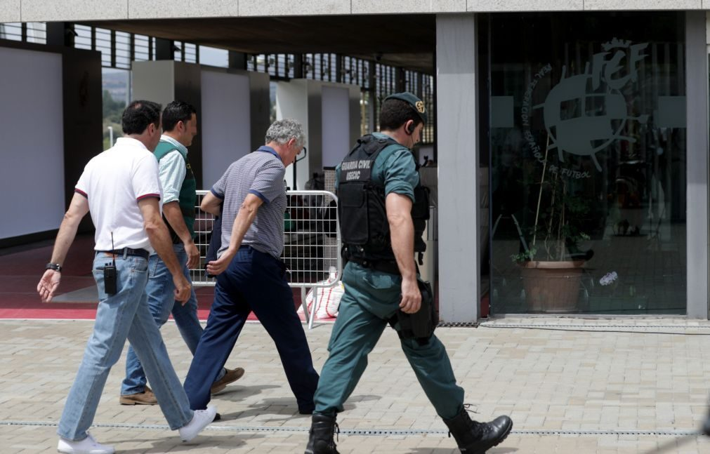 Presidente da Federação Espanhola de Futebol mantém-se detido, buscas prosseguem