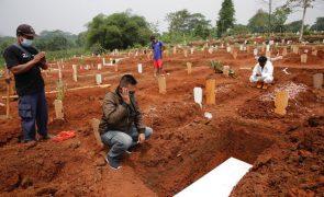 Covid-19: Pandemia já matou mais de 4,6 milhões de pessoas no mundo