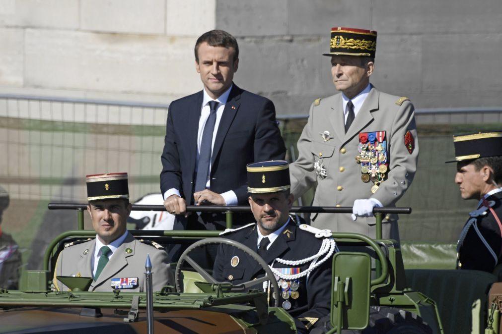 Demitiu-se chefe de Estado-Maior das Forças Armadas francesas