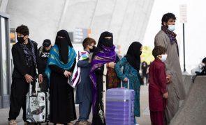 Afeganistão: EUA agradecem cooperação dos talibãs na retirada de estrangeiros