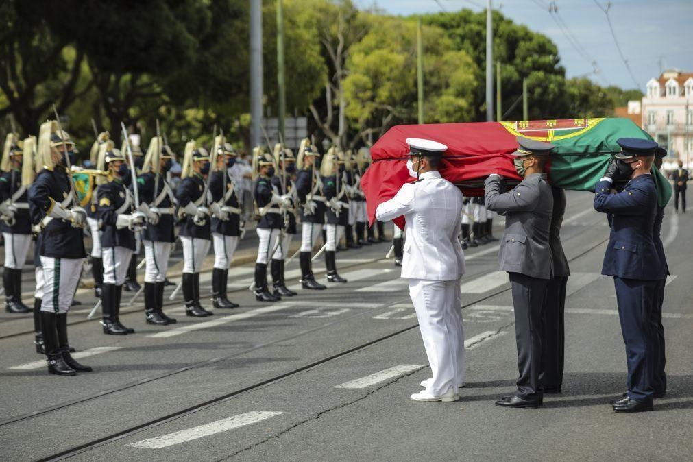Sampaio: Marcelo, Ferro e Costa recebem cortejo fúnebre em Belém