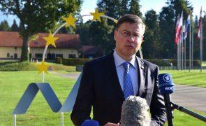 Bruxelas avisa países da UE para acautelarem regresso das regras do défice nos orçamentos
