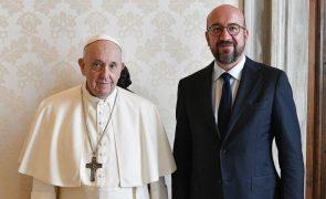 Papa discute refugiados com Charles Michel antes de ir à Hungria e Eslováquia