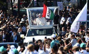 Papa apela aos húngaros para serem