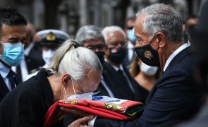 Sampaio: Aplausos no último adeus à chegada do cemitério do Alto São João