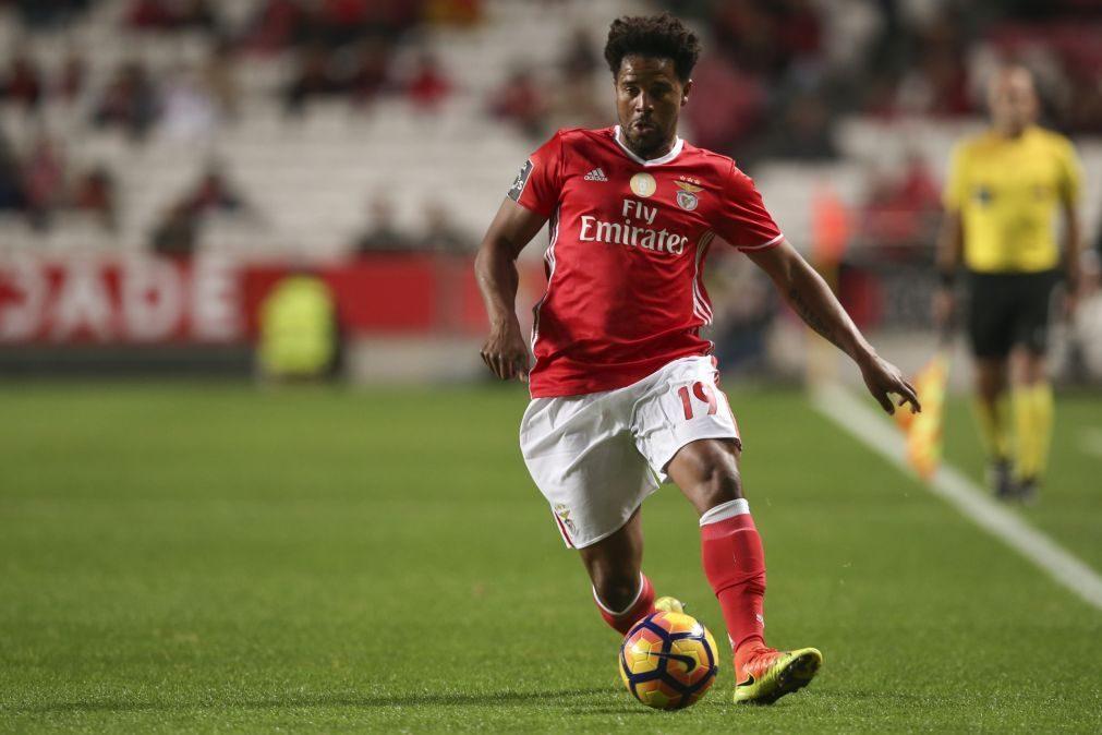 Eliseu renova por uma temporada com o Benfica