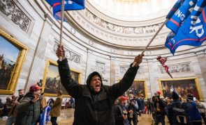 Fiéis de Trump alteram narrativa do ataque ao Capitólio e anunciam manifestação