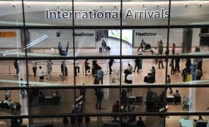 Aeroporto londrino de Heathrow perde 71% de passageiros em agosto face a 2019