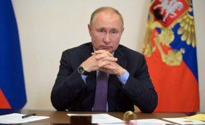 Putin impulsiona programas de apoio social a três dias das legislativas
