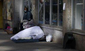 Covid-19: Censos dos EUA mostram como ajuda financeira aliviou a pobreza
