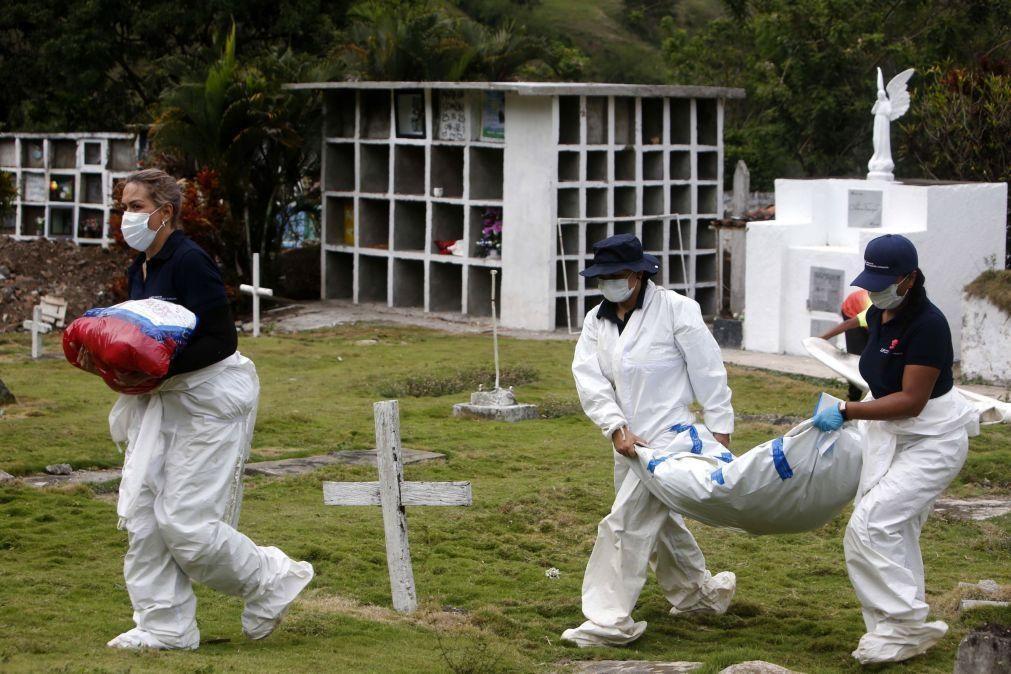 Covid-19: Pandemia já matou quase 4,65 milhões de pessoas no mundo