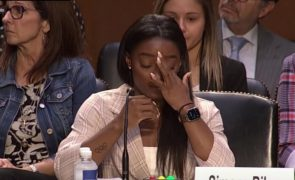 Simone Biles dispara contra FBI por abusos sexuais de Larry Nassar