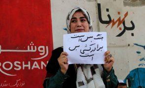 Eurodeputados querem programa especial de vistos na UE para mulheres afegãs