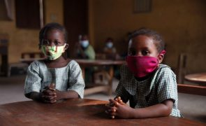 Raptos impedem um milhão de crianças de voltar às escolas da Nigéria - Unicef