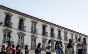 Covid-19: Brasil recomenda suspensão de vacinação de adolescentes após