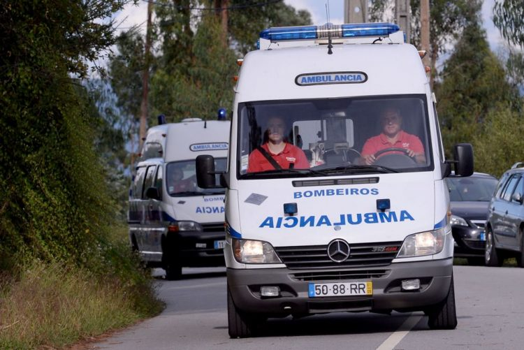 Um morto e três feridos num acidente de viação em Bragança