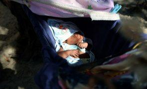 Governo quer aumentar licença parental para 90% do salário se pai gozar 60 dias