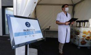 Covid-19: França atinge 50 milhões de pessoas com a primeira dose da vacina