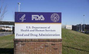 Covid-19: Comissão nos EUA desaconselha 3.ª vacina da Pfizer a maiores de 16 anos