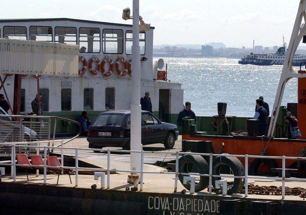 Barco da Transtejo resgata três pessoas que naufragaram no rio Tejo
