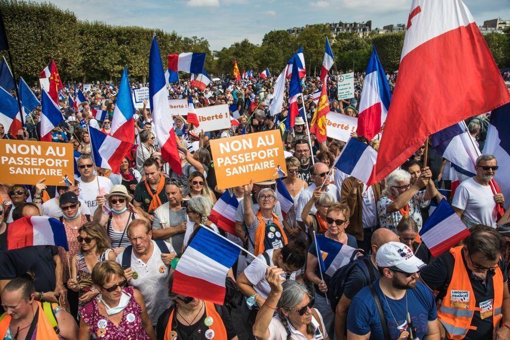 Covid-19: Novas manifestações em França contra passe sanitário