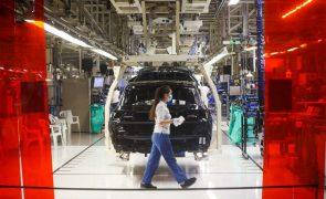 Autoeuropa retoma hoje produção após paragem face à crise dos semicondutores