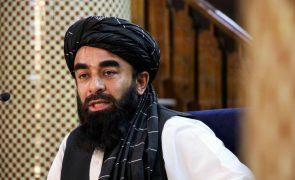 Afeganistão: Talibãs nomeiam resto do Governo, sem nenhuma mulher como ministra