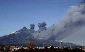 Vulcão Etna entra em erupção e deixa Sicília sob nuvem de cinzas [vídeos]