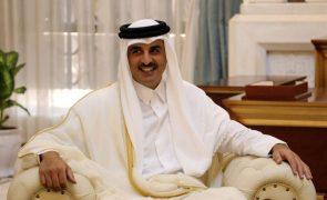 Afeganistão: Emir do Qatar insta líderes mundiais a não boicotarem talibãs