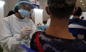 Covid-19: Amnistia Internacional acusa farmacêuticas de recusar aumento da oferta de vacinas