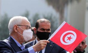 Tunísia: Chefe do parlamento apela à