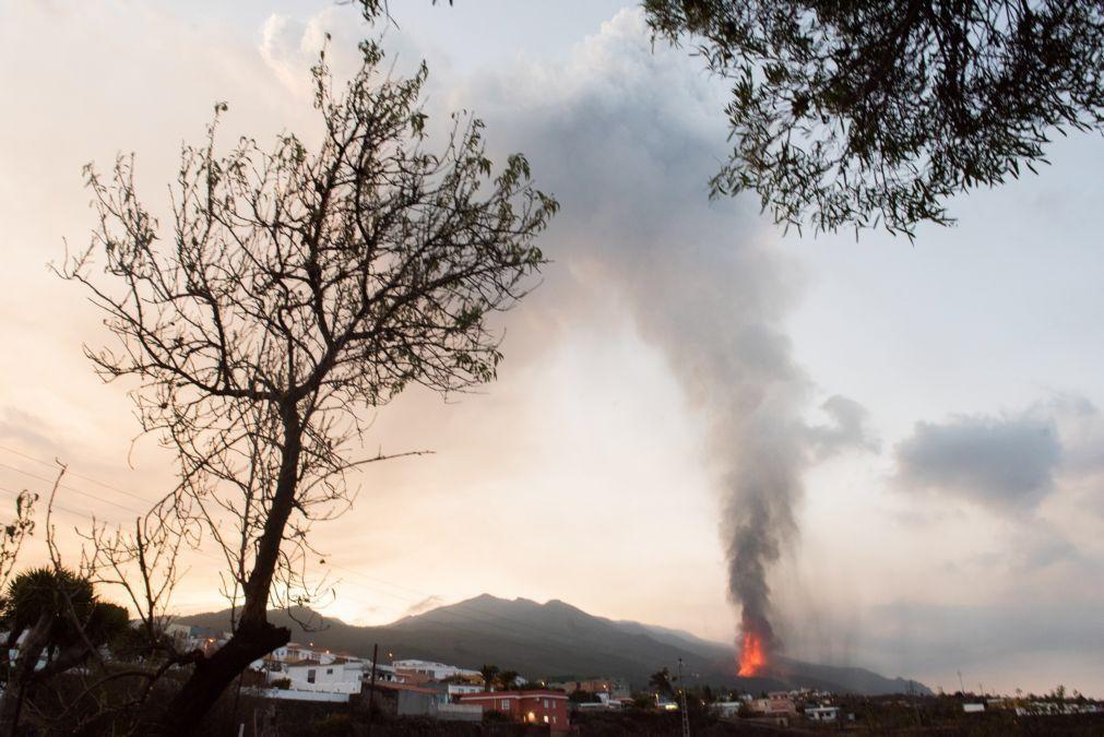 Vulcão nas Canárias com períodos mais explosivos já devastou 240 hectares