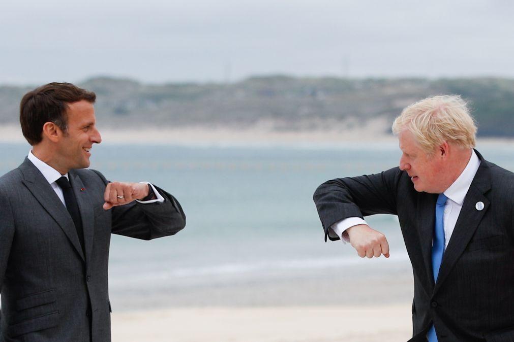 Johnson propõe a Macron